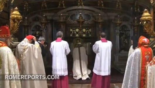 tumba-san-pedro15-papa francisco